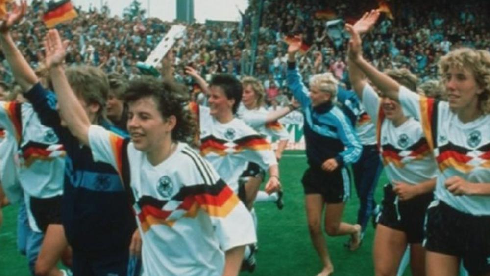 Les footballeuses allemandes remportent l'Euro féminin et reçoivent… un service à café