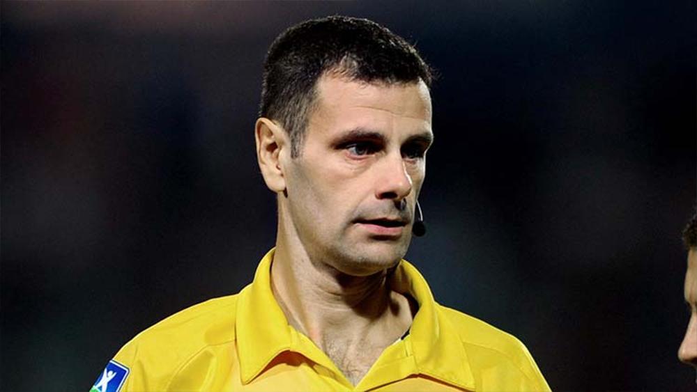 Un arbitre exclut les ramasseurs de balle lors d'un match de Ligue2