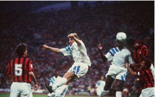 Basile Boli n'aurait pas dû marquer lors de la finale Marseille – Milan de la Coupe d'Europe 1993